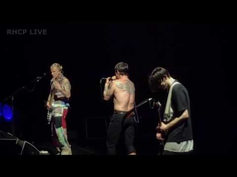 Red Hot Chili Peppers - Tell Me Baby - Chicago July 1, 2017