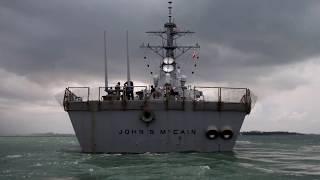Пробоина в «Маккейне»: ракетный эсминец США столкнулся с танкером