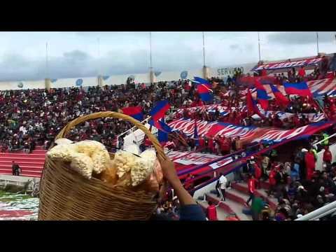 """""""Recibimiento a club universitario de sucre en estadium patria"""" Barra: Lokura Kapitalina 22 • Club: Universitario de Sucre"""