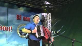 Поет Алексей Ефимов.