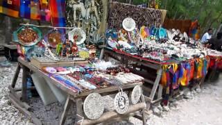 メキシコ:チチェンイッツァ遺跡の民芸品.MOV