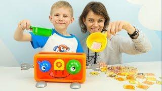 ВЕСЁЛЫЙ ТОСТЕР для детей - Играем с Даником и его мамой в смешную игру для детей CRAZY TOASTER