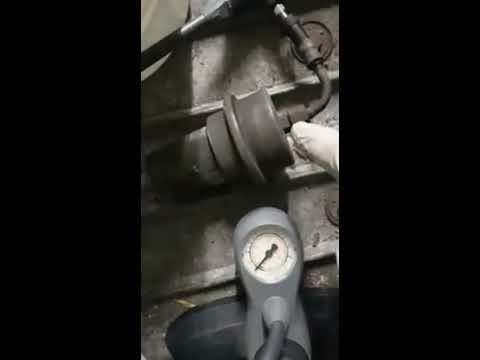 Der Wagen frisst des Benzins den Vergaser viel