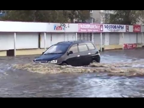 Cars Crossing Flood Water 2017 Cars In Heavy Floods Compilation