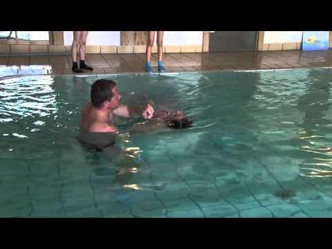 Schwimmen lernen für Kinder Rückenschwimmen 1. Schritt backstroke thirst step for