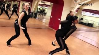 """Смотреть онлайн Учим комбинации для танца """"Стрип пластика"""""""