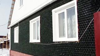 На Урале построили дом из 12000 бутылок от игристого