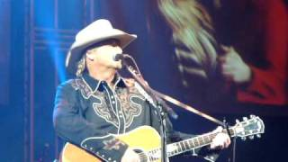 Alan Jackson live in Vancouver - Small Town Southern Man