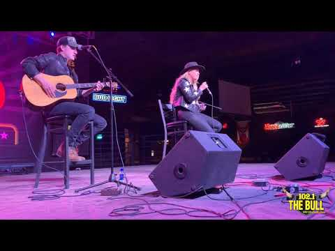 Gabby Barrett Performs 'I Hope' at Club Rodeo