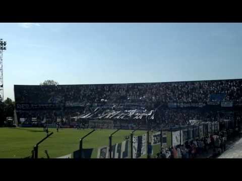 """Ya llega el domingo, agarro la bandera - Indios Kilmes"" Barra: Indios Kilmes • Club: Quilmes"