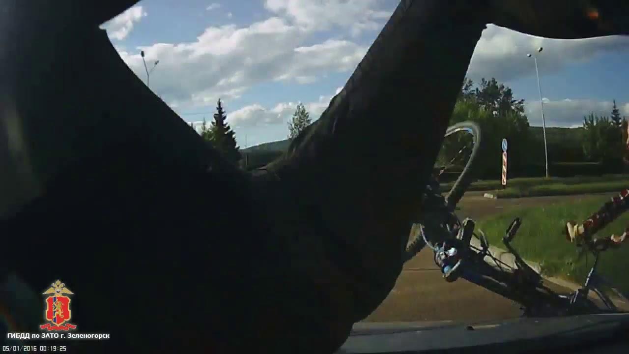 Две юные велосипедистки выехали прямо под автомобиль в Зеленогорске