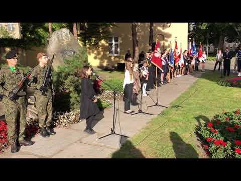 Wideo1: Fragment występu uczniów SP1 podczas obchodów 81. rocznicy agresji ZSRR na Polskę