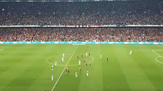 Cambio de Iniesta en su último partido con el FC Barcelona