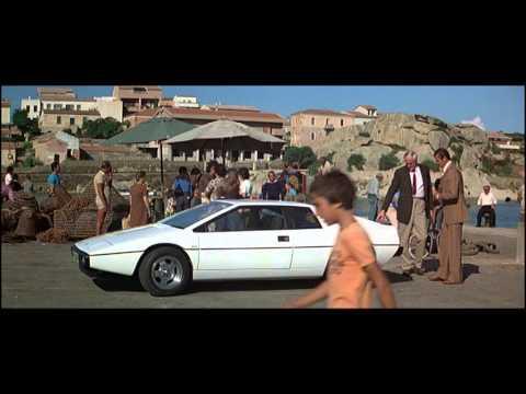 """1976 nahm James Bond in """"Der Spion, der mich liebte"""" sein Gefährt für die Spritztouren durch Sardinien am Hafen von Palau in Empfang."""
