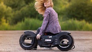 Девушка балансирует на Wheelman King 63cc