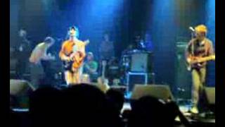 Clap your hands say yeah + Architecture in helsinki