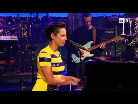 "Alicia Keys ""Brand New Me"" @ David Letterman Show 18/12/12 SUB ITA"