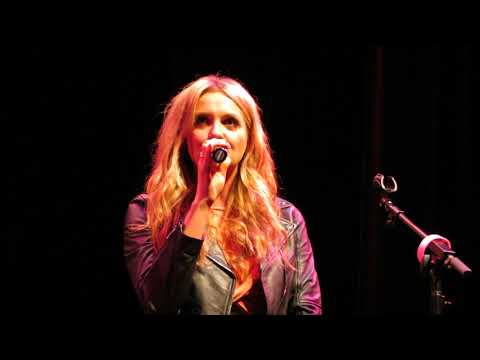 """Carly Pearce """"Hide The Wine"""" Live"""
