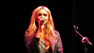"Carly Pearce ""Hide The Wine"" Live"