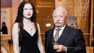 Вы ахнете узнав, почему Якубович и его молодая жена живут в разных домах?