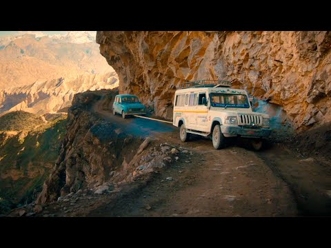 Perilous towing on the edge of a cliff | Nepal Special | Top Gear