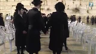 Video: Židé slaví Pesach u Západní zdi