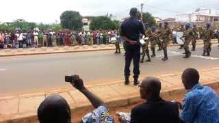 preview picture of video 'Bénin : Défilé de la Fête de l'indépendance 2013 à Abomey-Calavi. Mise en place fanfare'