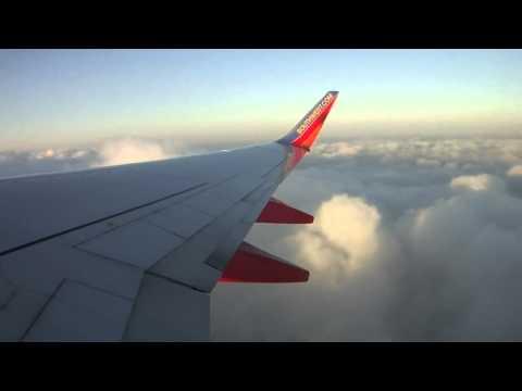 منظر رائع لرتفاع الطائرة ودخولها وسط الغيوم والسحب HD