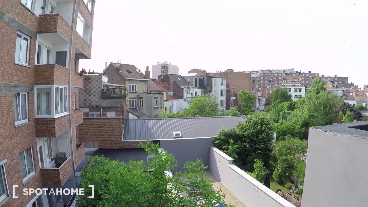 Single Bed in Sunny rooms for rent - Schaerbeek, Brussels