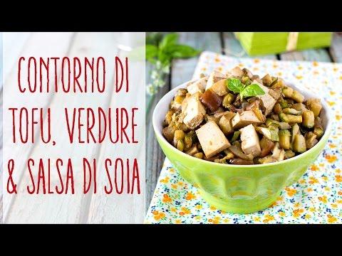 Il tavolo di contenuto di vitamine di proteine di grassi e carboidrati nel cibo