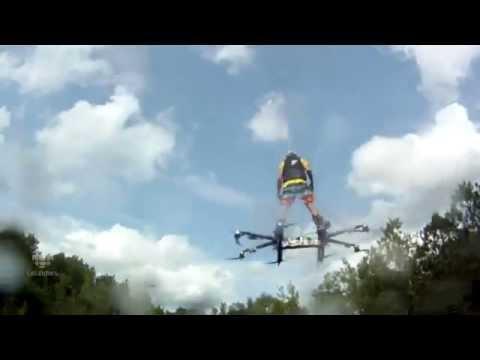 Drone carrega um homem