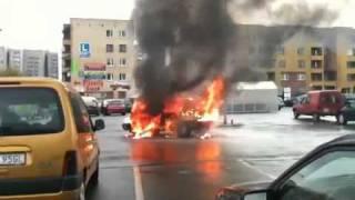 preview picture of video 'Pożar samochodu Kaufland Dąbrowa Górnicza 2010 Car fire hard'