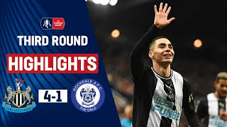 After a tough draw in the first game, Newcastle overcame Rochdale with ease with goals from: Eoghan O'connell, Matty Longstaff, Miguel Almiron and Joelinton. Jordan Williams scored a consolation goal for Rochdale, 4 minutes from time.  Follow @EmiratesFACup on Twitter for in-game highlights and match updates! https://twitter.com/emiratesfacup  Subscribe: https://www.youtube.com/thefacup  To find out more about The FA Cup visit: http://thefa.com/TheEmiratesFACup  The FA Cup on Facebook http://www.facebook.com/TheFACup