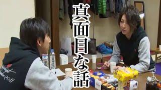真面目な話をしている平川大輔と小野大輔の元へやってきた鈴村健一