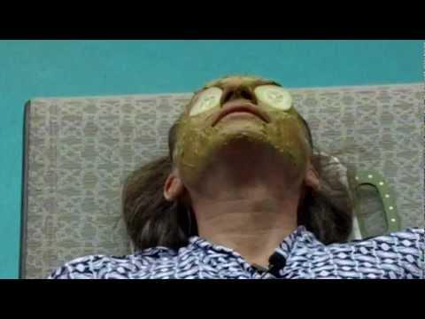 Kung paano maglagay ng mask sa iyong mukha sa mga hakbang