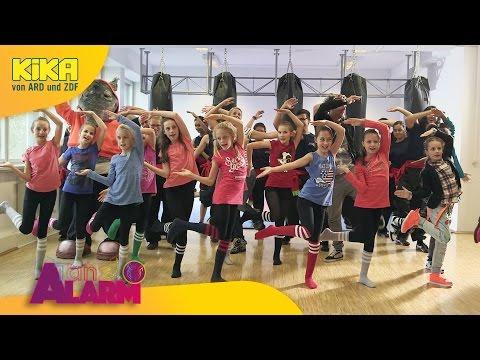 Komm, lass uns tanzen - Das TanzAlarm-Lied (A E I O U) 2017 | Mehr auf KiKA.de