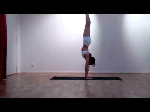 Laruga Yoga – Kézenállás variáció