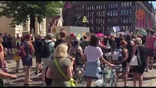 Это просто праздник какой-то! Акция протеста в Хельсинки