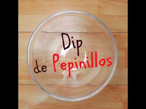 Dip pimentón y pepinillos