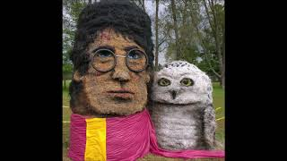 Sculptures Of Famous Characters On Hay Bales Will Put You In A Halloween Mood Slideshow