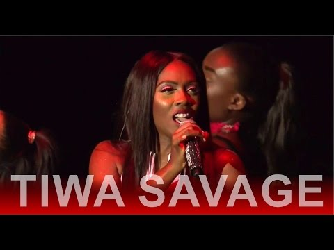 #OneAfricaMusicFest; Tiwa savage performs bare footed again, ignores critics