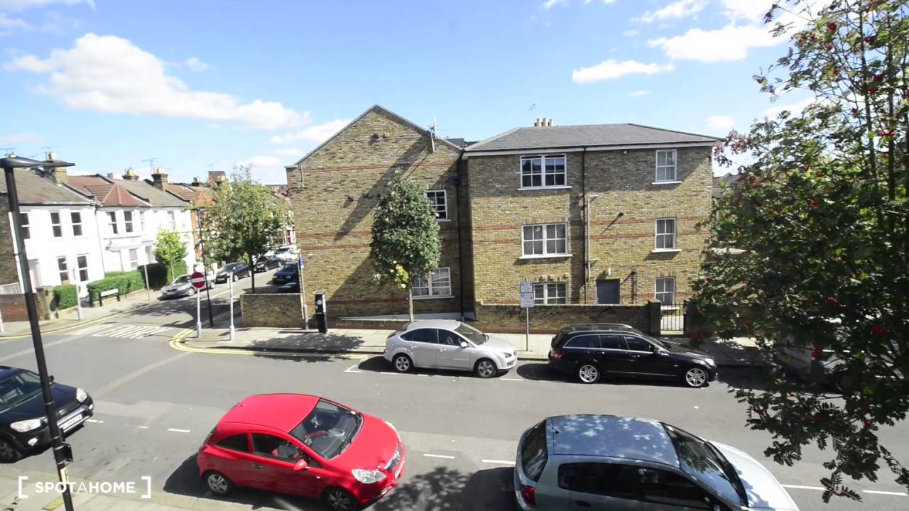 Rooms to rent in house with charming garden in Wood Green