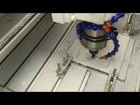 фрезерование детали из стали на станке с ЧПУ