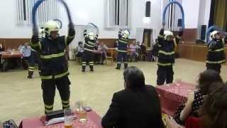 preview picture of video 'Hasičský ples 2015 - vystoupení hasičů Záchrana kočičky'