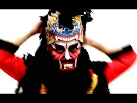 Video BUTO / GIANT - Cara Memakai Kostum Tari Jawa - How to Wear Javanese Dance Costume [HD]