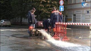 Утром в Великом Новгороде произошел прорыв трубы
