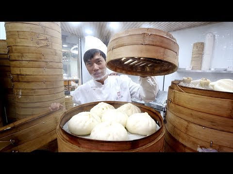 Chinese STREET FOOD Breakfast Tour of Huanghe Road - Buns, Dumplings & Jiangbing | Shanghai, China