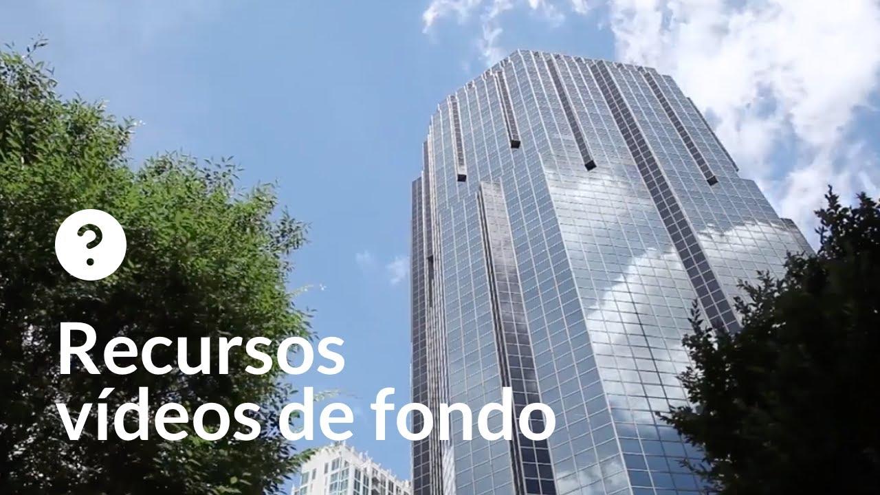 Nubes reflejadas en edificios