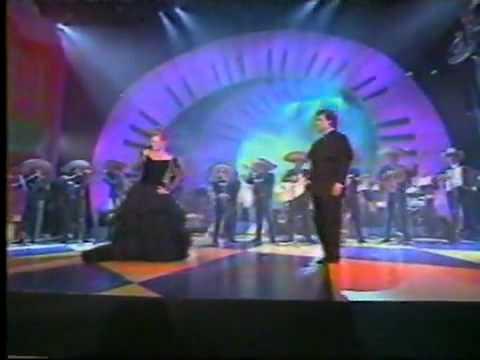 EL DESTINO ROCIO DURCAL A DUO CON JUAN GABRIEL EN PREMIO LO NUESTRO 1997 UNIVISION.mp4