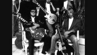 Traveling Wilburys - Tweeter And The Monkey Man